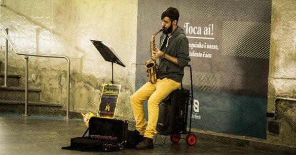 Músico Rafael Reiter se apresenta no projeto Toca Aí