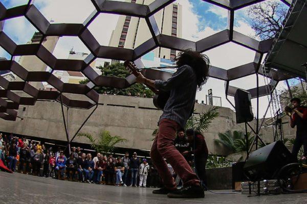 1° Concurso De Música De Rua Toca Aí Final Theo Mizú e Banda