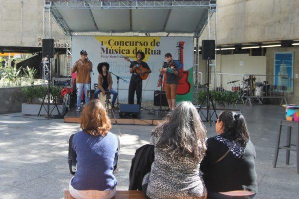 1° Concurso de Música de Rua Toca Aí do Pátio Metrô São Bento Terceira Eliminatória Trio c2 João
