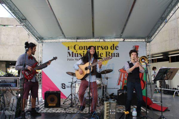 1° Concurso de Música de Rua Toca Aí do Pátio Metrô São Bento Terceira Eliminatória Theo Mizú e Banda