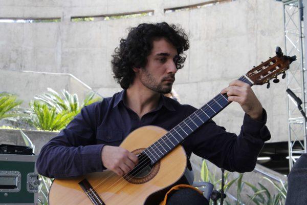 1° Concurso de Música de Rua do Pátio Metrô São Bento Toca Aí terceira eliminatória Duo Fryvan
